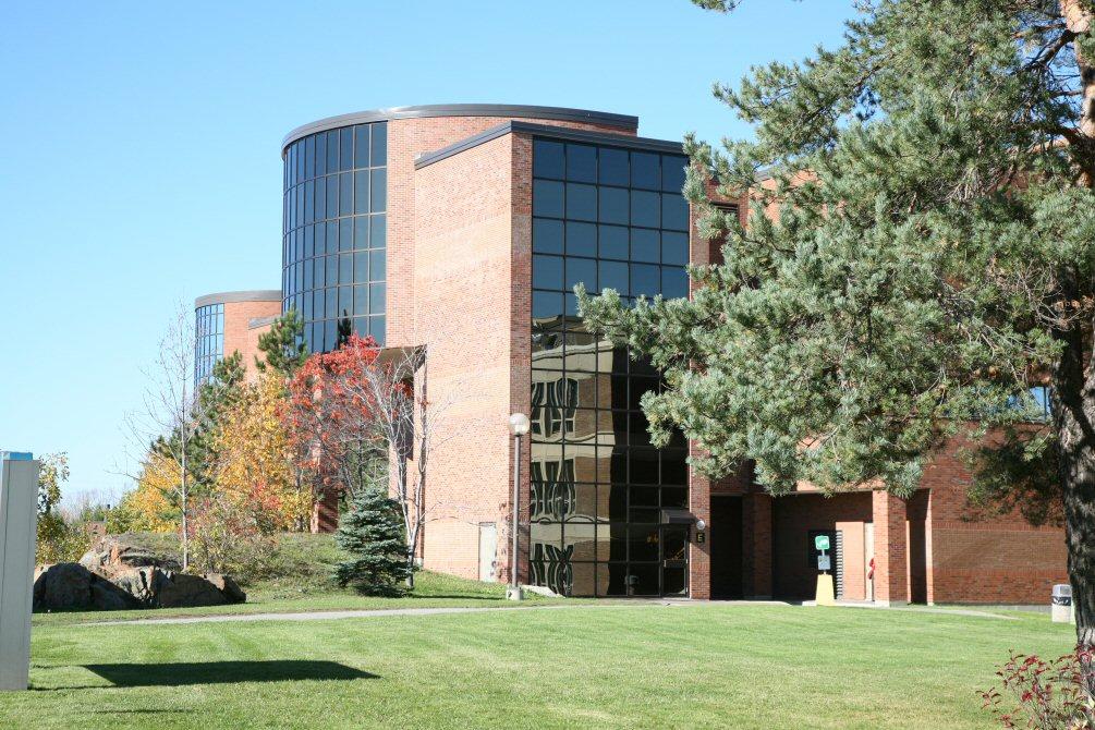 Photo de l'extérieur de la Bibliothèque J.N. Desmarais